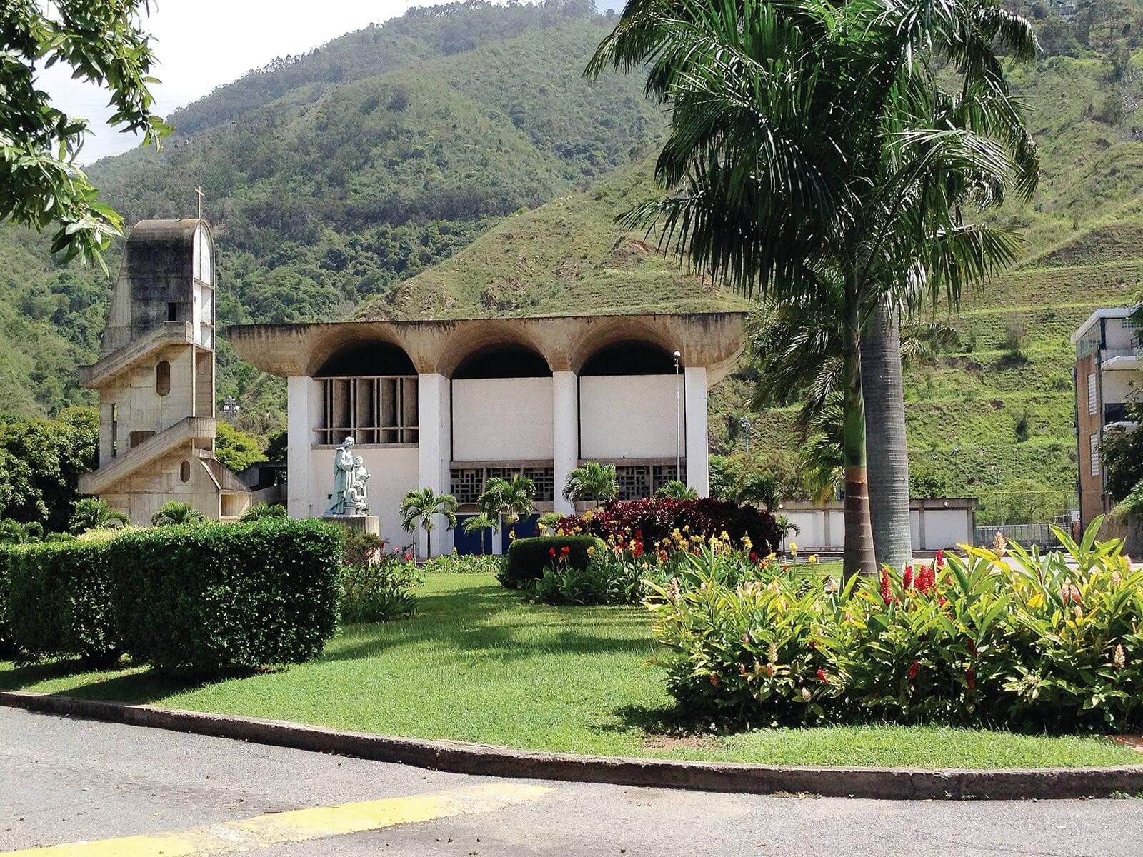 Iglesia colegio la salle de la colina caracas del valle for Cafetin colegio las colinas
